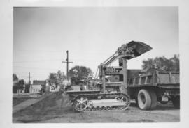 110E, cleaning City Yards - Traxcavator - 1949