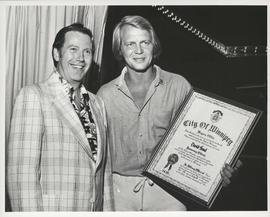 Mayor Bill Norrie presenting Actor David Soul with an Honourary Citizenship award