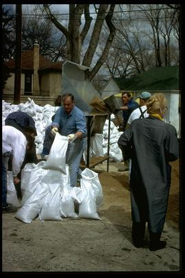 1997 flood - Scotia Street - making sandbags