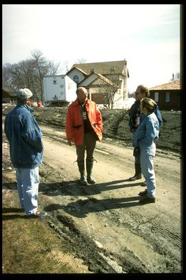 1997 flood - Avenue Lord - Community Services staff with St. Norbert MLA Marcel Laurendeau