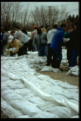 1997 flood - Turnbull Drive - sandbaggers
