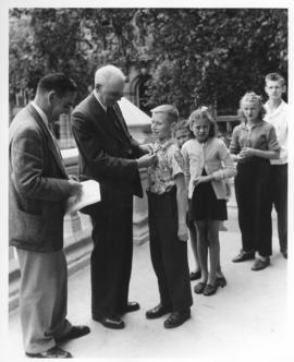 Mayor Garnet Coulter presentation to Junior Mayors, July 30, 1947