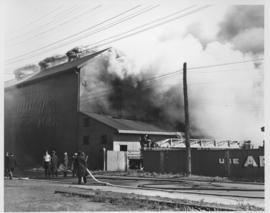 Arctic Ice Company's Bell Avenue yards fire, September 5, 1948