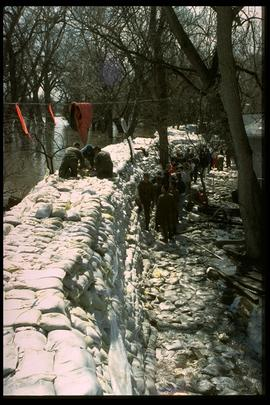 1997 flood - Scotia Street - military personnel at dike