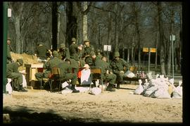 1997 flood - Kildonan Park - military personnel making sandbags