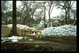 1997 flood - Kingston Crescent - sandbagging operations