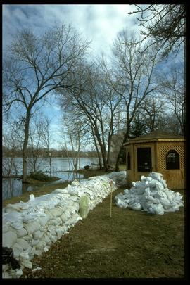 1997 flood - 750 Kildonan Drive - dike