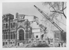 Demolition of Winnipeg City Hall, Clock tower coming down