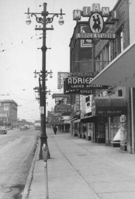 Overhanging Signs: North side of Portage Avenue looking West to Carlton Street