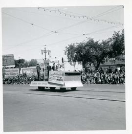 Winnipeg's 75th Anniversary parade - Canada Post float