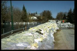 1997 flood - Bonner Avenue - sandbag and earthen dikes at Bunn's Creek