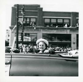 Winnipeg's 75th Anniversary parade - Hollywood star Alexis Smith