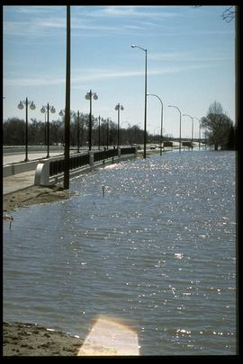 1997 flood - Pembina Highway - bridge over La Salle River