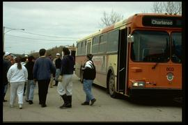 1997 flood - Turnbull Drive - sandbaggers leaving a bus