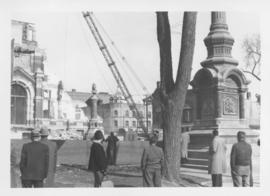 Demolition of Winnipeg City Hall, Bystanders watching from Main Street